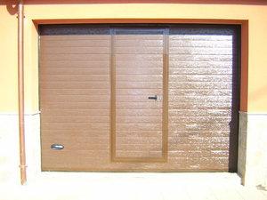 Ventanas climalit, rejillas ventilación, puerta peatonal